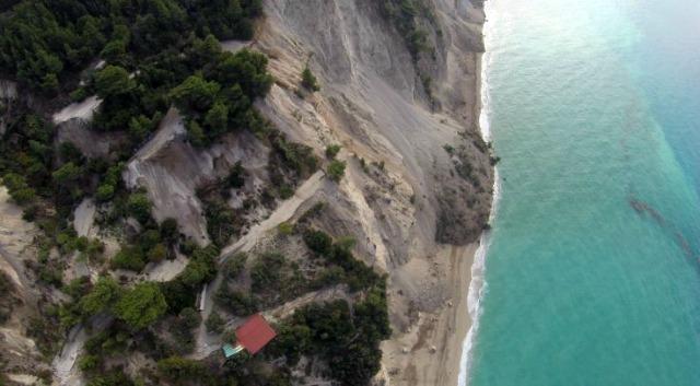 Egkremnoi, earthquake